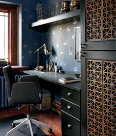 Home office decor: Dark and dramatic study