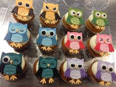 Owl Cupcakes - some more masculine variations (blue, green, yellow). Owl Cake Pops, Owl Cupcakes, Cute Cupcakes, Cupcake Cakes, Fruit Cakes, Cupcake Toppers, Beach Cupcakes, Cupcake Ideas, Cup Cakes
