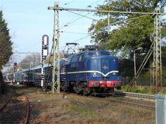 Dutch train carriages - with locomotive 1200. #ns #dutch #trains