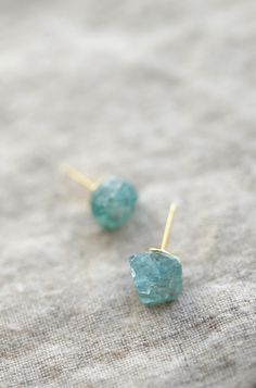DIY Raw Stone Earrings Takes less than 5 minutes Alice and Lois