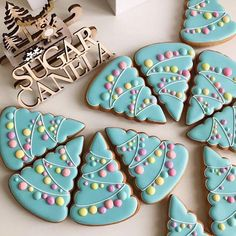 Cookies Christmas Royal Icing Decorating 23 Ideas For 2019 Christmas Sugar Cookie Recipe, Christmas Tree Cookies, Iced Cookies, Noel Christmas, Cookies Et Biscuits, Holiday Cookies, Cupcake Cookies, Christmas Treats, Christmas Colors