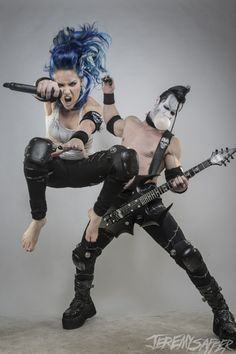 Alissa White-Gluz from Arch Enemy and Doyle Wolfgang Von Frankenstein from Misfits. My favorite couple. Doyle is even blowing a bubble! Chica Heavy Metal, Heavy Metal Girl, Heavy Metal Bands, Death Metal, Hard Rock, Rock Y Metal, Alissa White, Crust Punk, Open Air