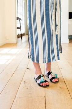 Make your own tassel sandals by following these few simple instructions
