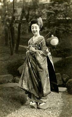 Maiko Teru in a Wisteria Kimono 1930s | Flickr - Photo Sharing!