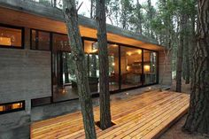 Live Modern: Casa Cher by BAK Arquitectos – Design & Trend Report - House In Nature, House In The Woods, Small Cabin Designs, Concrete Houses, Concrete Wood, Glass House, Modern House Design, Architecture Design, Building Architecture