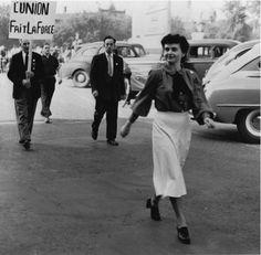 """Madeleine Parent: tisserande de solidarités - Sophie Bissonnette 2001 -- """"Évocation de la vie & de la carrière de la syndicaliste & militante féministe Madeleine Parent. Acclamée par les uns, honnie par les autres, elle ne laisse personne indifférent. Sa confrontation avec le premier ministre Maurice Duplessis fait désormais partie de l'histoire du Québec. Rappelle aussi le rôle important que Madeleine a joué dans la syndicalisation des employés de l'industrie du textile."""""""