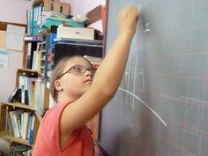 Une brochure plutôt bien détaillée sur la scolarisation des enfants porteur de trisomie dans le milieu ordinaire voici le lien : http://www.t21.ch/conseils-et-ressources/scolarisation-et-trisomie21/ ART 21 Association Romande Trisomie 21