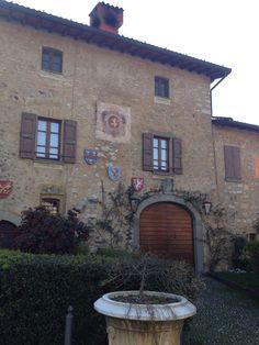 Via Battisti - il nocciolo dell'intero abitato fino ad arrivare al castello e alla chiesa di Santa Giulia.