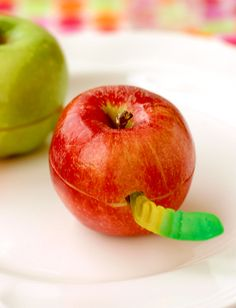 Wormy apple- cute idea! #kidfood #lunchbox #schoollunch #bento #snack