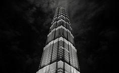 Напротив исторического «сердца» Шанхая в новом квартале Пудонг высится гигантская башня Цзинь Мао доминирующая на небосклоне над финансовым и коммерческим центром города.