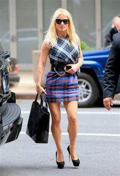Jessica Simpson's street style is on point too. She wore a trendy multi-patterned ensemble with a super-chic lock-and-key belt for a stroll in New York in 2014. We love that she wears pumps no matter what.