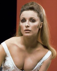 Headshot of Sharon Tate US actress, wearing a white low cut top, in a studio portrait, against a red and black background, circa (Photo by Silver Screen Collection/Getty Images) Charles Manson, Roman Polanski, Carole Lombard, Jayne Mansfield, Sharon Tate Pictures, Marilyn Monroe, Red And Black Background, Us Actress, Thing 1