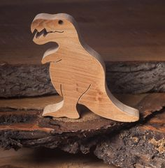 The best-known dinosaur was the Tyrannosaurus. It was one of the most dangerous carnivorous dinosaur. You can find it in our wooden dinosaur toys category. Wood Projects For Kids, Wooden Projects, Animal Projects, Small Woodworking Projects, Wood Crafts, Making Wooden Toys, Handmade Wooden Toys, Wood Yard Art, Wood Art
