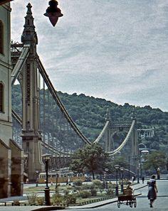Erzsébet híd Old Pictures, Pretty Pictures, Old Photos, Vintage Photos, Vintage Architecture, Historical Architecture, Heart Of Europe, Pedestrian Bridge, Far Away