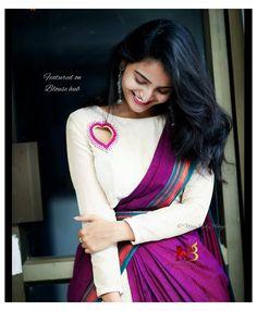 Kerala Saree Blouse Designs, Saree Blouse Neck Designs, Stylish Blouse Design, Fancy Blouse Designs, Bridal Blouse Designs, Design Of Blouse, Boat Neck Saree Blouse, Choli Designs, Salwar Designs