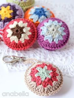 Colorful accents for summer bags by Anabelia Crochet Art, Crochet Gifts, Cute Crochet, Crochet Motif, Crochet Designs, Crochet Flowers, Crochet Toys, Crochet Patterns, Little Presents