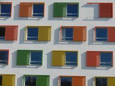 Schiebeläden auch mal bunt  ! Bunt, Solar Shades, Primary School