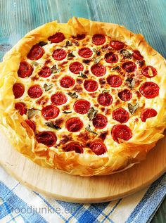 Savoury Baking, Pepperoni, Cherry Tomatoes, Quiche, Rolls, Pizza, Cooking Recipes, Junk Food, Easy