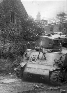 Tank Armor, Sherman Tank, Model Tanks, Ww2 Tanks, World War Ii, Military Vehicles, Wwii, Battle, Army