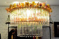 Luminária feita de tubos de ensaio pra colocar flores...    Fonte:  http://www.maisglam.com.br/site2011/noticias/926/nova-loja-da-teca