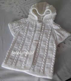 No automatic alt text available. Poncho Knitting Patterns, Knitting Designs, Free Knitting, Crochet Patterns, Crochet Baby Poncho, Knitted Poncho, Knit Crochet, Baby Cardigan, Baby Sweaters