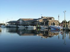 Oyster Creek Inn Restaurant And Boat Bar - located in Leeds Point NJ on the Great Bay. Just 31/2 miles from the Towne of Historic Smithville. Not far from Atlantic City NJ - try their as seen on Diners, Drive-Ins & Dives dishes