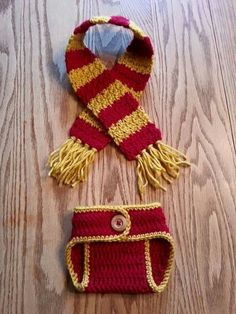Harry Potter baby scarf and diaper cover! (no pattern-just an idea) Baby Harry Potter, Harry Potter Crochet, Crochet Baby Clothes, Newborn Crochet, Crochet Baby Hats, Crochet Gifts, Crochet Baby Outfits, Baby Knitting Patterns, Baby Patterns
