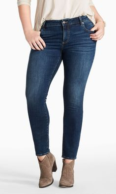 if you are full figured and looking for the best curvy women jeans here are some great ideas. Read on to find out the ideal curvy women jeans. Fashion Line, Denim Fashion, Fashion Outfits, New Jeans Style, My Style, Best Jeans For Curves, Comfortable Outfits, Casual Outfits, Best Jeans For Women