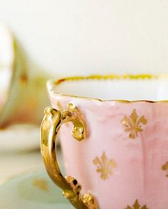 Elegant Fleur-de-lis tea cup in soft petal pink, courtesy of the very talented, Cat-arzyna at tumblr.