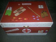 Caixa de remédio customizada.