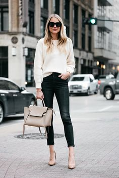 Fashion Jackson Jcrew Off White Oversized Sweater Rag and Bone Black Skinny Jeans Nude Pumps Celine Mini Belt Bag 3 Chic Outfits, Spring Outfits, Winter Outfits, White Oversized Sweater, Minimalist Fashion Women, Fall Capsule Wardrobe, Fashion Jackson, Legging Outfits, Sweater Fashion