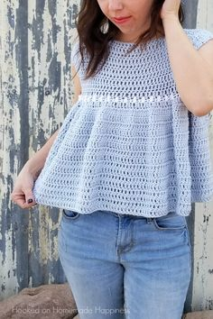 Peasant Top Crochet Pattern - Add this girly and flirty Peasant Top Crochet Pattern to your Spring closet! The ruffles add a feminine touch and they are so much easier to create than you might think. Black Crochet Dress, Crochet Gratis, Crochet Summer Tops, Crochet Woman, Crochet Blouse, Peasant Tops, Crochet Fashion, Top Pattern, Crochet Clothes