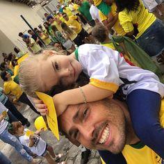 Porque nossas crianças merecem um Brasil melhor #bastadecorrupcao #foraptforadilma by crisabmaia