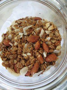 Gluten Free Maple Flax Granola // thefitnut.com #glutenfree #granola #maple #flaxseeds #breakfast #healthy