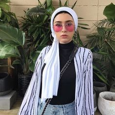 Hijab Stripe Button Down (y. Hijab Casual, Hijab Outfit, Turban Outfit, Heutiges Outfit, Outfit Look, Turban Style, Hijab Chic, Turban Hijab, Turban Headbands