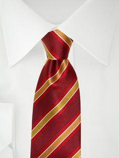 Rote Krawatte mit rot, gelb, weißen Streifen . . . . . der Blog für den Gentleman - www.thegentlemanclub.de/blog