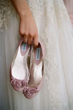 These little pink flats are so girly and adorable! Love them!