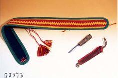 Bälte för kvinna, fjällsamiskt Gällivare, Inköpt av Otto Lindgren början 1900-talet till Murberget Museum. Mountain Saami belt for woman, Gällivare. Traditional Outfits, Handicraft, Diy And Crafts, Museum, Personalized Items, Life, Women, Fashion, Hand Crafts
