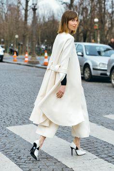 January 27, 2015 Tags Paris, Anya Ziourova, SS15 Women's Couture, Women, Neutrals, Capes, Céline