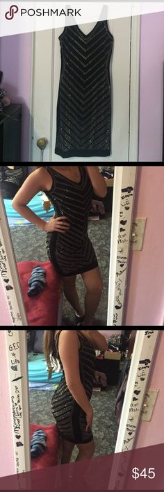 Sequenced dress BRAND NEW, NEVER WORN with tags. I bought this dress in Miami in a store called Ross. Very stylish & fun. Not really my style anymore. SIZE M could fit a small . Message me offers ross Dresses Midi