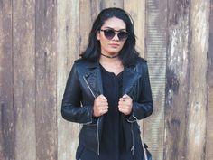 A jaqueta deixa o look com aquela pegada mais streestyle e eu amo isso. Pra combinar coloquei uma blusa preta longa,porque não gosto de usar legging sem colocar uma blusa longa (mania gente)!!!