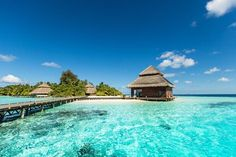 20 Best Places to Honeymoon in Each year we create a list of the most amazing, idyllic honeymoon destinations in the world. From far flung exotic locales like Sri Lanka, Marrakesh and Maldives to beautiful beaches and budget-fri… Best Places To Honeymoon, Beach Honeymoon Destinations, Romantic Destinations, Romantic Vacations, Belize Honeymoon, Affordable Honeymoon, Vacation Places, Vacation Ideas, Belize Resorts