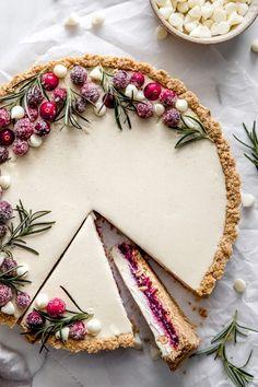 White Chocolate Cranberry Tart - Delight Fuel Just Desserts, Delicious Desserts, Dessert Recipes, Yummy Food, Gourmet Desserts, White Desserts, Desserts With Berries, Gourmet Cakes, Raw Vegan Desserts