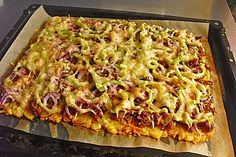 Kartoffelkuchen mit Kloßteig -> vor dem Verteilen auf dem Blech mit Muskat mischen - evtl. vorbacken...