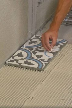 Prep tips on installing ceramic tile. Home Improvement Projects, Home Projects, Diy Garden Furniture, Furniture Redo, Pool House Interiors, European Style Homes, Rustic Bathroom Designs, Wood Burning Crafts, Home Fix