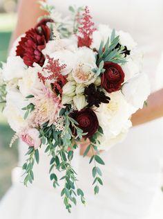 Favorite Summer Wedding Moments To Savor Bella Lu Floral. Photography: Sarah Joelle Photography – www. Burgundy Wedding Flowers, Burgundy Bouquet, Summer Wedding Colors, Flower Bouquet Wedding, Floral Wedding, Flower Bouquets, Purple Flowers, Theme Color, Glamorous Wedding