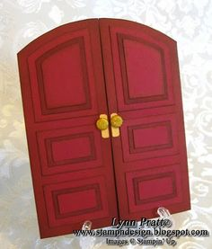 Here is my Double Door card that I have decorated for Christmas with little wreaths. A long time ago I did a single door card but I like. Cute Cards, Diy Cards, Scrapbook Cards, Scrapbooking, New Home Cards, Christmas Cards, Christmas Decorations, Window Cards, Card Making Techniques
