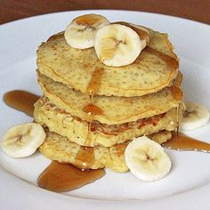Recipe For oatmeal Pancakes. I tried this and it was GREAT! The recipe makes about two small pancakes. You can replace some things in it. Like instead of 1 pkg sweetener, I put a Tbsp of honey. This recipe is really worth pinning! Quinoa Pancakes, Oatmeal Pancakes, Quinoa Breakfast, Breakfast Recipes, Fluffy Pancakes, Pancakes Easy, Breakfast Pancakes, Honey Pancakes, Pancakes Kids