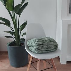 Haak by Daphne: Chunky deken Knitted Blankets, Knit Crochet, Accent Chairs, Knitting, Creative, Inspiration, Furniture, Home Decor, Plaid