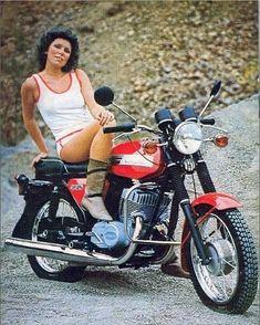342 отметок «Нравится», 1 комментариев — Мото техника🔝 (@zheleznoye_serdtse) в Instagram: «Всем хорошего настроения😉👍 🔷🔷🔷🔷🔷🔷🔷🔷🔷🔷🔷🔷🔷🔷🔷🔷🔷🔷 📝Друзья, присоединяйтесь к нам в группу…» European Motorcycles, Vintage Motorcycles, Jawa 350, Old Cycle, Motorcycle Types, Motorcycle Girls, Scooters For Sale, Motorbike Girl, Moto Bike